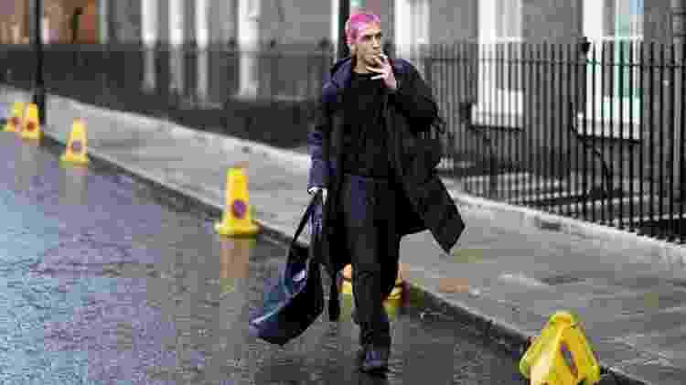 Jovem com calça de moletom na Semana de Moda de Londres 2020 - Edward Berthelot/Getty Images - Edward Berthelot/Getty Images
