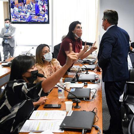 Da esq. para a dir.: as senadoras Eliziane Gama (Cidadania-MA), Leila Barros (PSB-DF) e Simone Tebet (MDB-MS) argumentam com o senador Ciro Nogueira (PP-PI) em sessão da CPI da Covid - Jefferson Rudy/Agência Senado