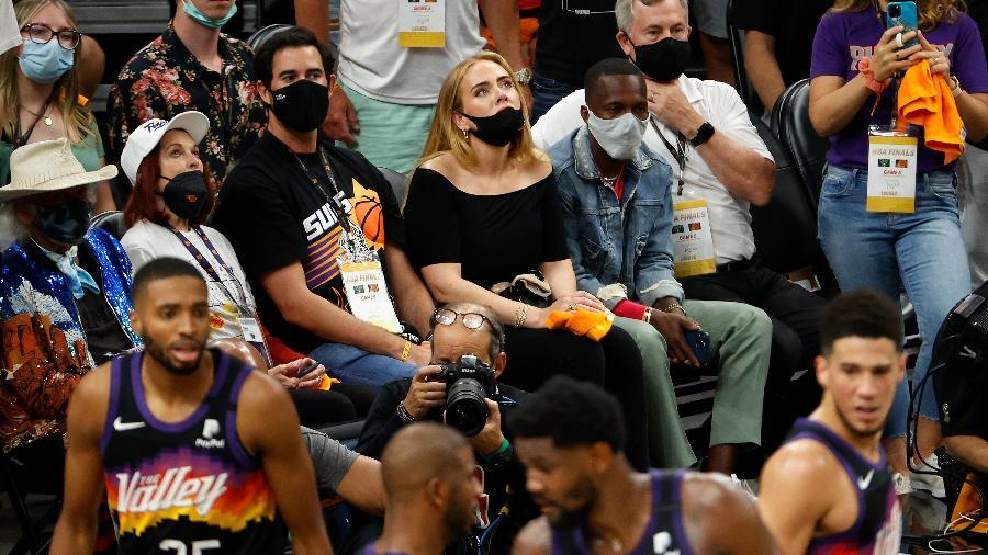 Adele assiste ao jogo da final da NBA ao lado do agente de LeBron James - Christian Petersen/Getty Images