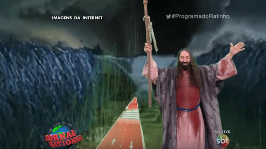 13.nov.2015 - O apresentador Carlos Massa, o Ratinho, realizou na noite desta quinta-feira (12) a sua própria paródia da cena de abertura do Mar Vermelho, feita pela novela