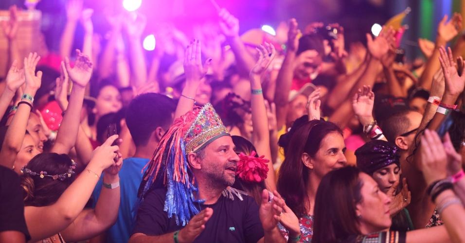 10.fev.2015 - Público acompanha o show de Alceu Valença, no último dia do Carnaval de Recife
