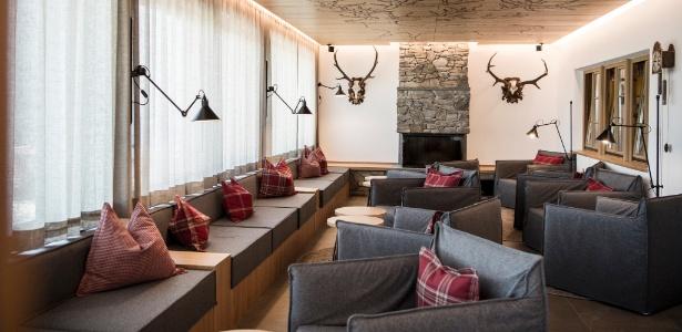 Hotel na it lia tem piscina transparente a 12 metros de altura conhe a 22 11 2016 uol viagem - Piscina hotel hubertus ...