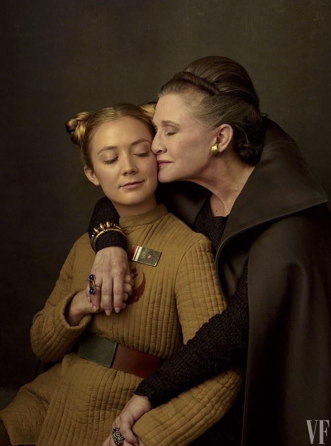 """Carrie Fisher, que morreu em dezembro de 2016, com Kaydel Connix no ensaio de """"Star Wars"""" para a """"Vanity Fair"""""""