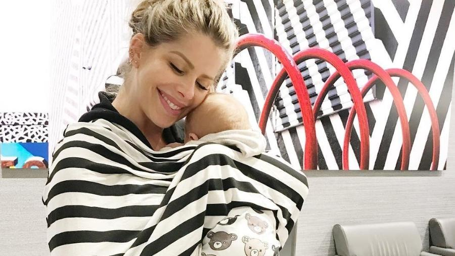 Karina Bacchi deixa os Estados Unidos 40 dias após dar à luz Enrico, seu primeiro filho - Reprodução/Instagram/enricobacchioficial