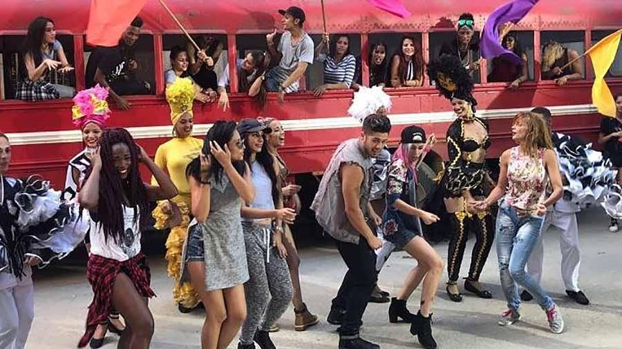"Zé Felipe grava o videoclipe de ""Súbeme La Radio"", de Enrique Iglesias - Reprodução"