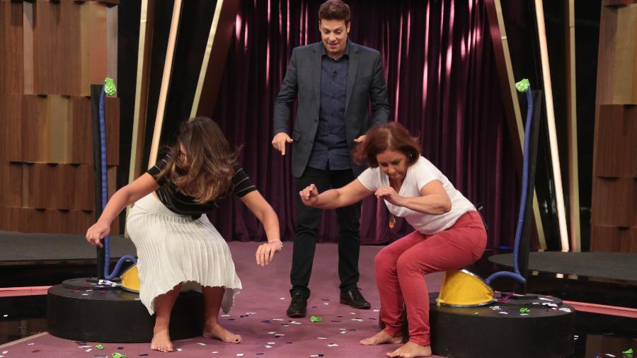 """No """"Programa do Porchat"""", o apresentador faz brincadeiras com a sogra, Marcia, e a mulher, Nataly  - Antonio Chahestian/Record TV"""