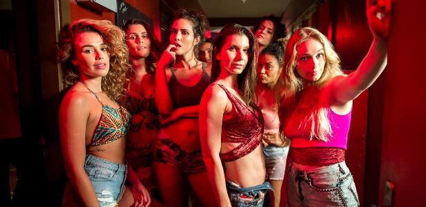 As meninas do bordel Maíra (Juliane Araújo), Vanessa ( Fernanda Nizzato), Desirée ( Priscila Assum) e Karina (Malu Rodrigues) na novela de Walcyr Carrasco
