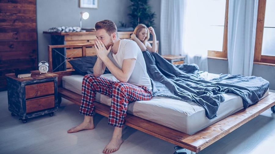 Medicamentos, excesso de álcool e estresse são alguns fatores que podem prejudicar a libido do homem - iStock