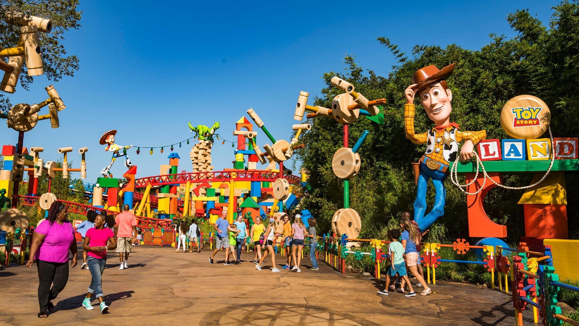 355baba4d3f7e Disney  conheça Toy Story Land