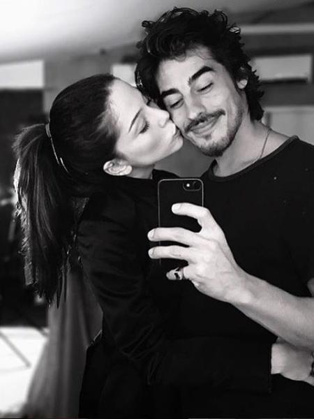 Bia Arantes e o namorado, o ator Vinícius Redd - Reprodução/Globo