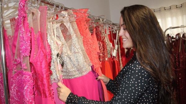 a10131c9c Marina Guazzelli contou com a casa da tia para expor os primeiros vestidos  para aluguel Imagem: Divulgação