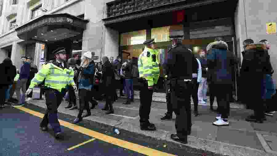 A Polícia Metropolitana de Londres disse que eles foram chamados para o incidente na Derry Street - Daniel Leal-Olivas/AFP