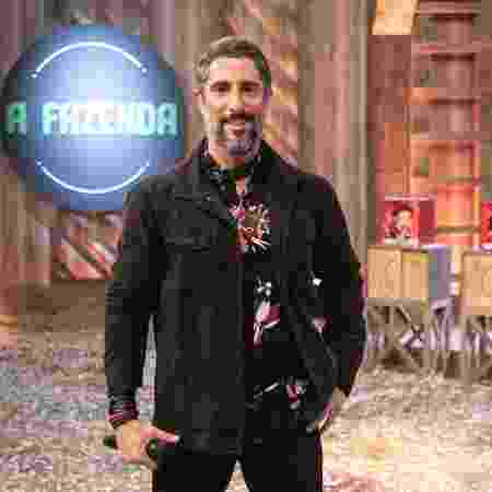 "Marcos Mion na sede de ""A Fazenda 10"" - Edu Moraes/Record"