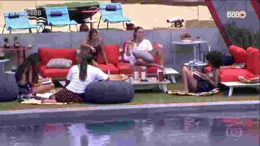 """Rodrigo, Hana e Gabriela conversam sobre racismo com Paula no """"BBB19"""" - Reprodução / TV Globo"""