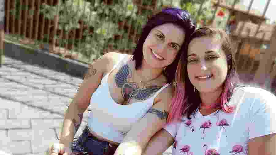 """""""Já celebramos com uma tatuagem nosso aniversário de amizade"""", conta Regiane sobre sua amiga Juciane - Arquivo pessoal"""