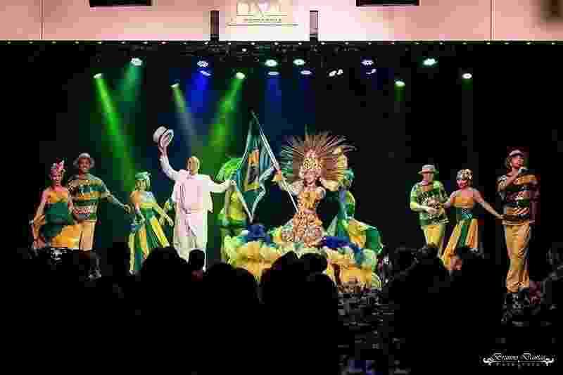 """Em fevereiro o coreógrafo Carlinhos de Jesus e sua Cia. de Dança apresentaram o espetáculo """"Aquarelas"""", que conta a história dos ritmos que levaram ao samba - Reprodução/Instagram"""