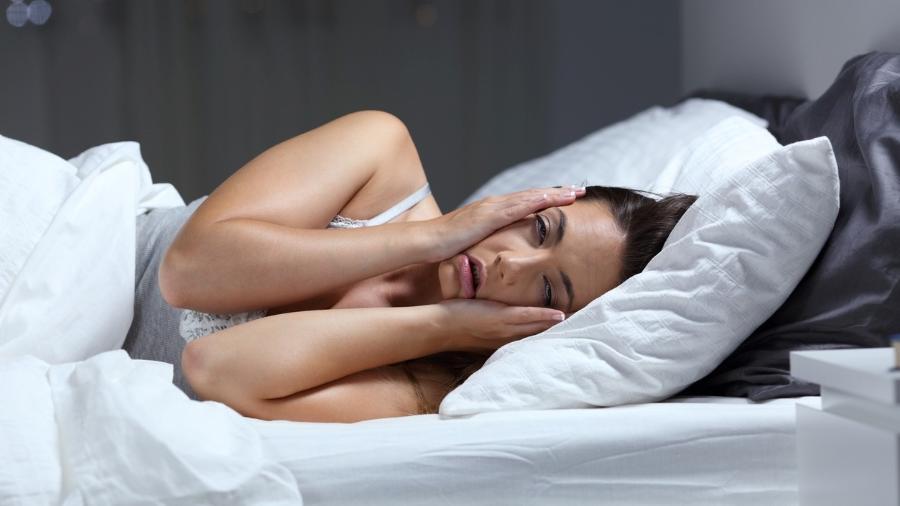 Mulheres, no geral, sentem mais os impactos no sono - iStock