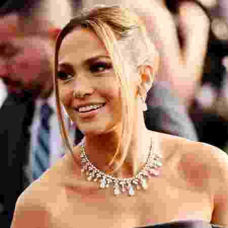 "Jennifer Lopez usou joias da Tiffany""s em premiação neste domingo (19) - Chelsea Guglielmino/Getty Images/AFP"