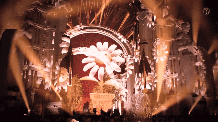 """Margarida gigante surge no palco de Katy Perry durante """"Daisies"""" no Tomorrowland - Reprodução - Reprodução"""