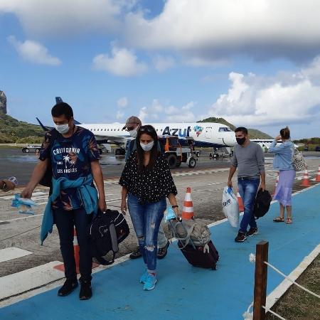 Turistas chegam a Fernando de Noronha em outubro, após a reabertura da ilha - Geórgia Kyrillos