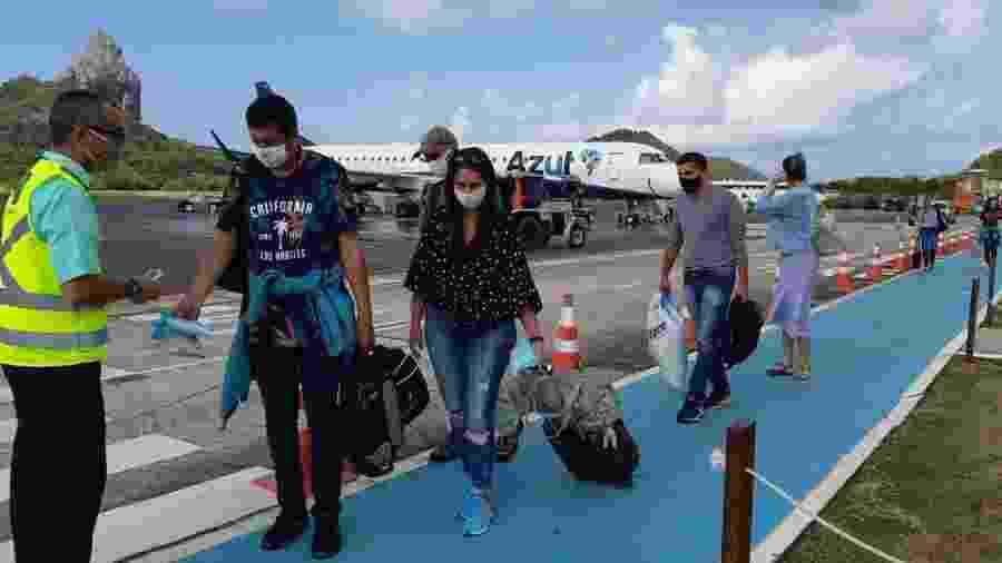 Turistas chegam a Fernando de Noronha após a reabertura da ilha após meses fechada por conta da pandemia - Geórgia Kyrillos