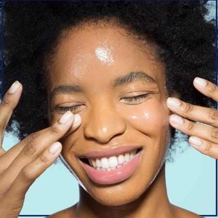 Tendência coreana de skincare, a hidratação facial feita com vaselina faz sucesso nas redes sociais - Reprodução/Facebook