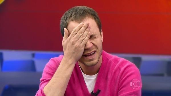 Tiago Leifert chora ao se despedir do