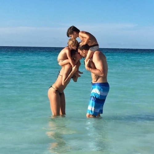 3.ago.2015 - Gisele Bündchen usa o seu Instagram para parabenizar o marido, Tom Brady, que completa 38 anos nesta segunda-feira