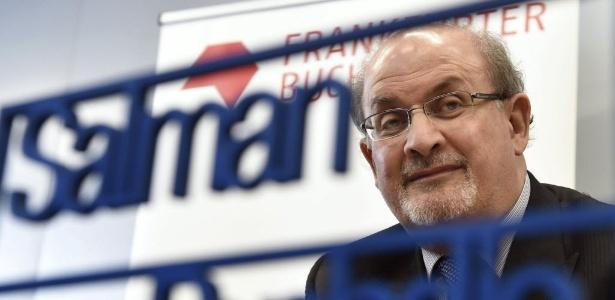 13.out.2015 - Salman Rushdie participa da Feira do Livro em Frankfurt - ARNE DEDERT/EFE