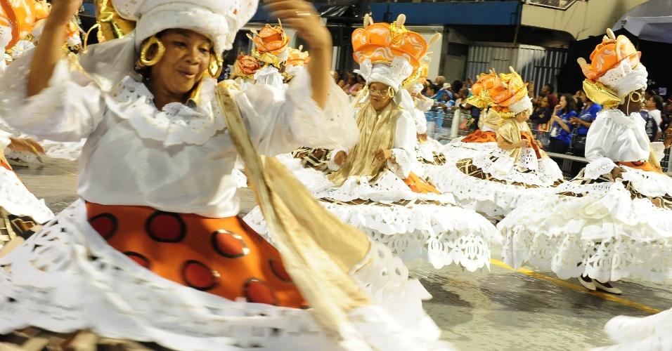 6.fev.2016 - Ala das baianas no desfile da Unidos do Peruche