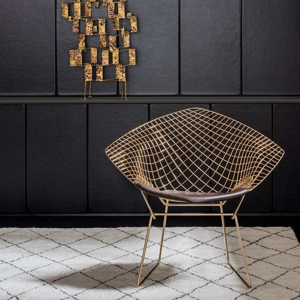 O design escultural e leve fez das cadeiras aramadas desenhadas por Harry  Bertoia 52409e545bcc7