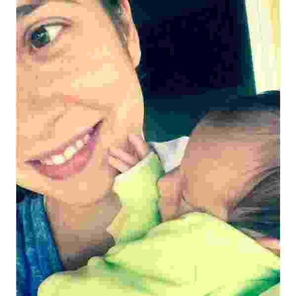 """9.mai.2016 - Paloma Duarte é só felicidade com o caçula da família, Antônio. """"Começando a semana agarradim"""", escreveu a atriz, que passou o primeiro Dia das Mães com o menino, nascido no dia 22 de abril - Reprodução/Instagram/palomaduarteoficial"""