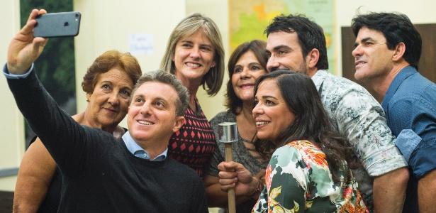 """Padre Fábio de Melo no Caldeirão com familiares e amigos no quadro """"Visitando o Passado"""", do """"Caldeirão do Huck"""" - Maurício Fidalgo/TV Globo"""