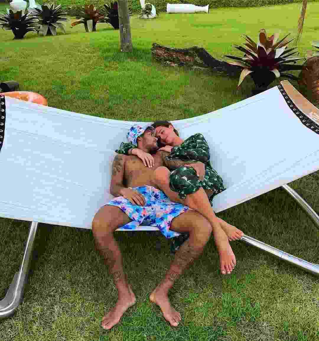 """Neymar posta foto romântica com Bruna Marquezine no Valentine's Day: """"Happy Valentine's Day"""", escreveu o craque - Reprodução/Instagram"""