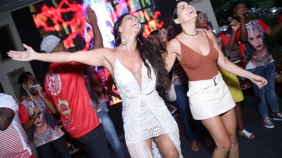 Viviane Araújo se divertem com Vanessa Giácomo em sua festa de 42 anos - Anderson Borde / AgNews