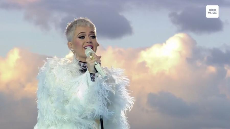 """Katy Perry canta no show """"One Love Manchester"""", no Reino Unido - Reprodução"""