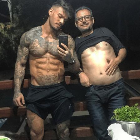 Lucas Lucco mostra barriga sarada ao lado do pai - Reprodução/Instagram/lucaslucco