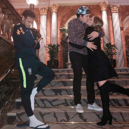 "Neymar ""segura vela"" para Whindersson Nunes  e Luisa Sonza - Reprodução/Instagram/luisasonza"