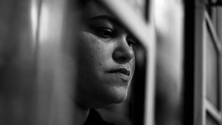 Rebeca, aos 30 anos, já cuida de dois filhos e não deseja prosseguir com a gravidez - Débora Diniz