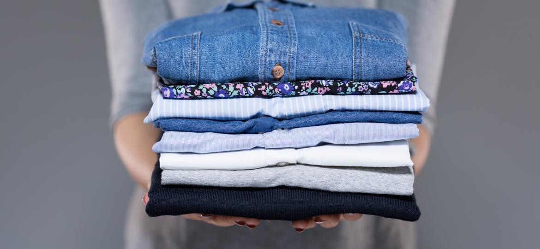 Nem toda roupa deve ser dobrada; veja a forma correta de guardar no armário - Getty Images