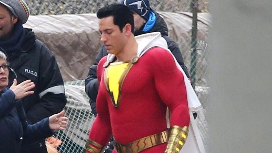 Zachary Levi é flagrado com uniforme de Shazam - Reprodução/Twitter