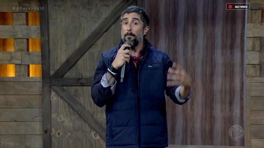 """Marcos Mion durante o programa ao vivo de """"A Fazenda 10"""" - Reprodução/PlayPlus"""