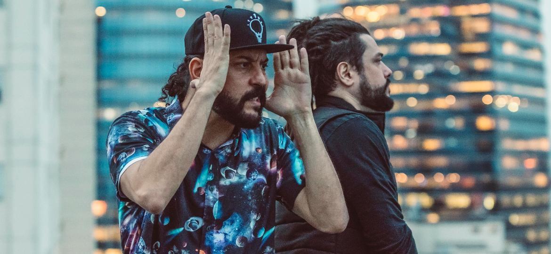 """Gabriel e Tales (Maneva) na gravação do videoclipe """"Um Só"""" - Georgia Amorim/Glow Producoes"""