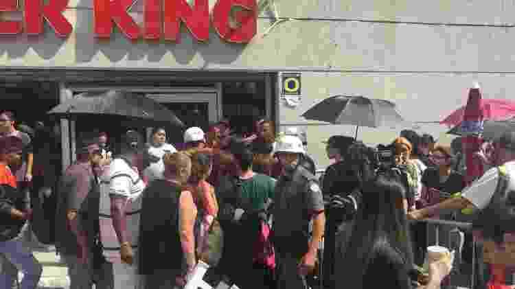 Polícia age durante a venda de ingressos para o show do grupo BTS - Renata Nogueira/UOL - Renata Nogueira/UOL