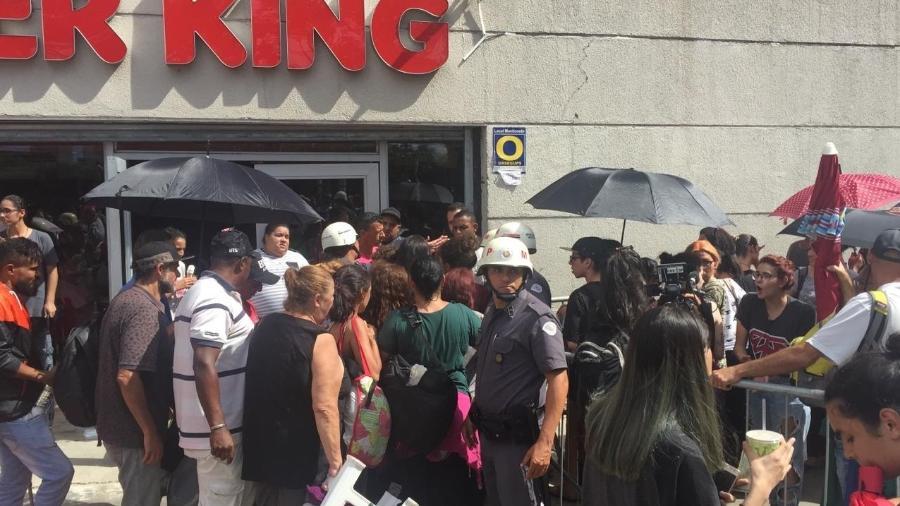 Polícia age durante a venda de ingressos para o show do grupo BTS - Renata Nogueira/UOL