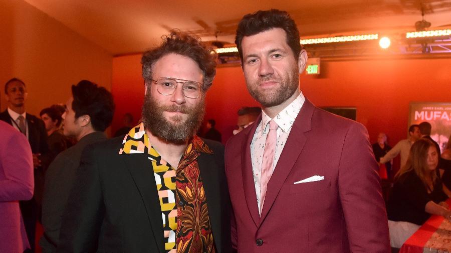 Seth Rogen e Billy Eichner, que dublam Pumba e Timão, respectivamente, na nova versão de O Rei Leão, na pré-estreia do filme, em Hollywood - Alberto E. Rodriguez/Getty Images for Disney