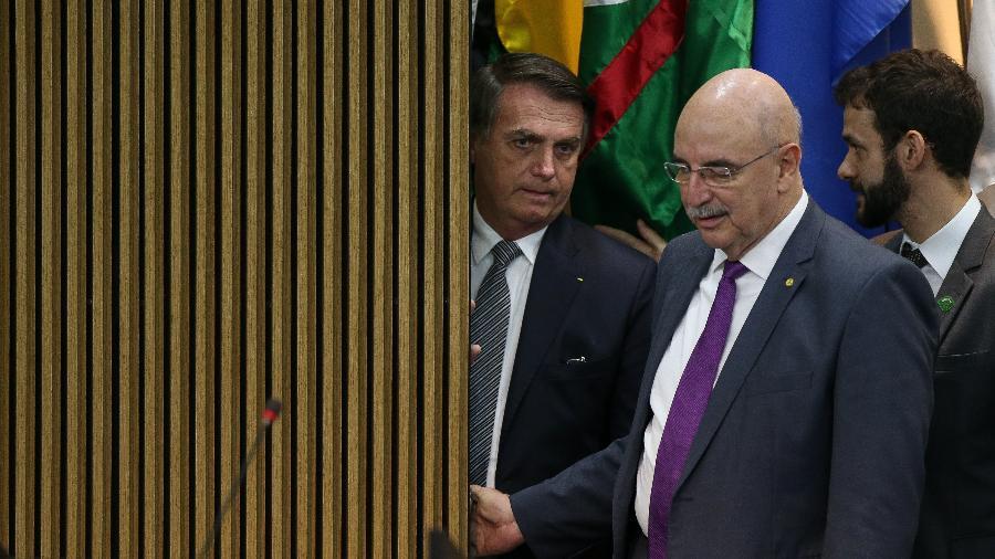 Bolsonaro se encontra com o ministro da Cidadania Osmar Terra em Brasília na cerimônia de comemoração ao Dia do Futebol - Pedro Ladeira/Folhapress