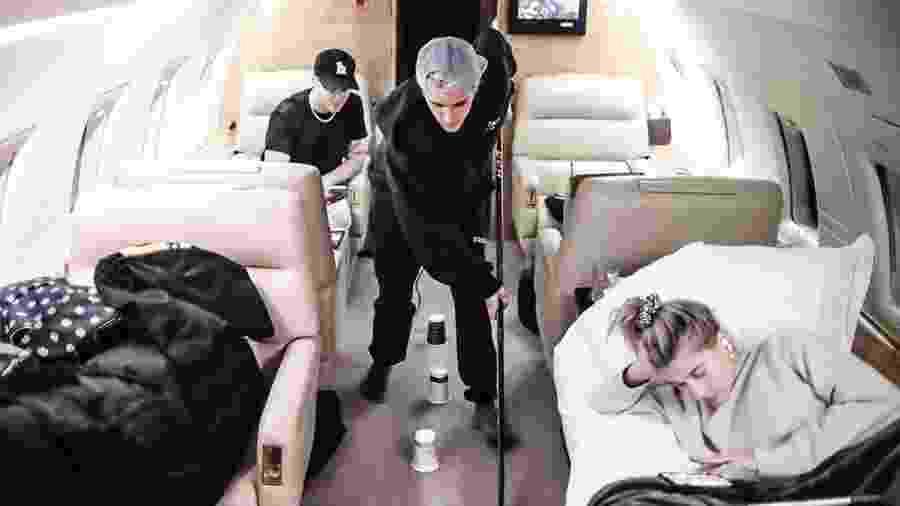 Justin Bieber em voo particular com a mulher, Hailey - Reprodução/Instagram