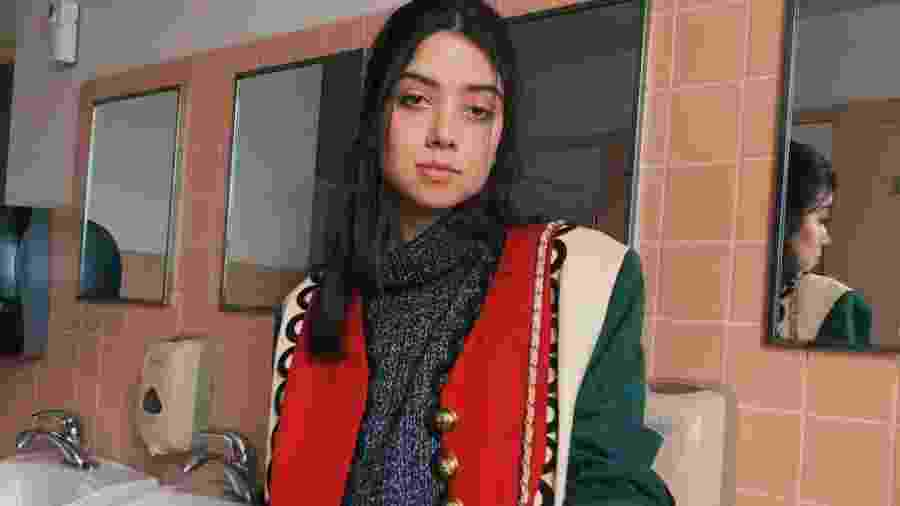A influenciadora digital Vitoria Fiore usando a jaqueta Moschino - Arquivo Pessoal