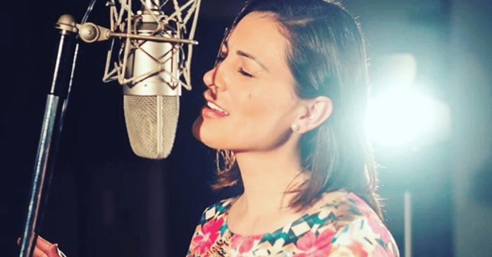 Andressa Urach agora também canta